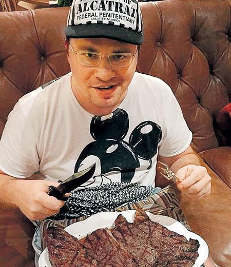 Гарику ХАРЛАМОВУ часть мяса заменить бы на гречку. Фото: Instagram.com