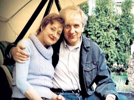 Покойной супруге актёр посвятил повесть «После»