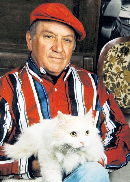 Своего кота Мишку породы норвежский лесной Лев ДУРОВ называл хозяином дома. Фото из личного архива актёра