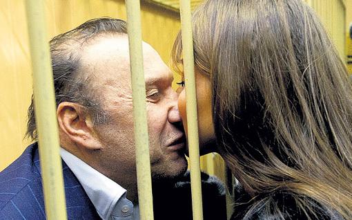 Жена Виктора Николаевича Илона не оставила его в беде. Фото: РИА «Новости»