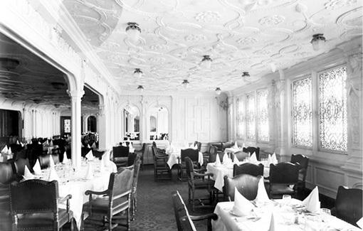 Ресторан палубы В стилизован под шикарное французское заведение начала ХХ века