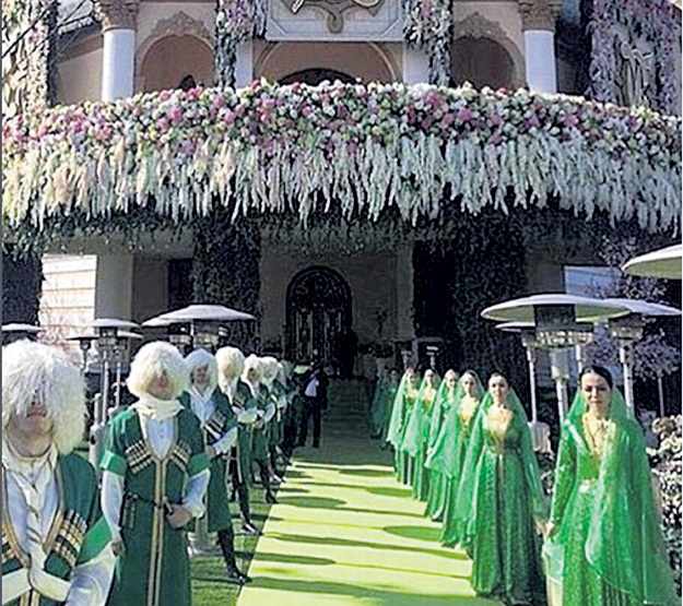 Гостей встречали кавказские красавцы и красавицы в национальных костюмах. Фото: Instagram.com