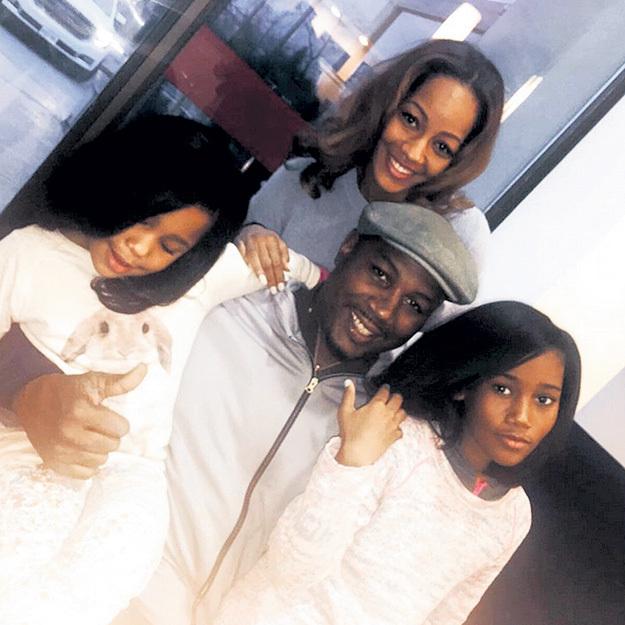 Только «Мисс Ямайка» Вайолет ЧАНГ сумела вернуть ЛЬЮИСУ веру в себя как в мужчину и подарила двух дочек