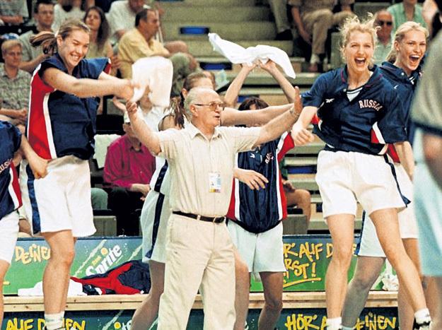 Евгений ГОМЕЛЬСКИЙ во время Олимпиады предложил баскетболисткам… выпить вина