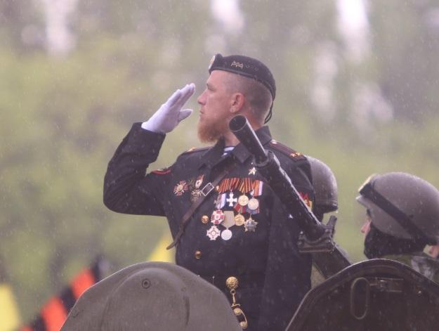 Моторола во время военного парада, посвященного 70-ой годовщине Победы в Великой Отечественной войне на улице Артема (Фото: Александр Коц/