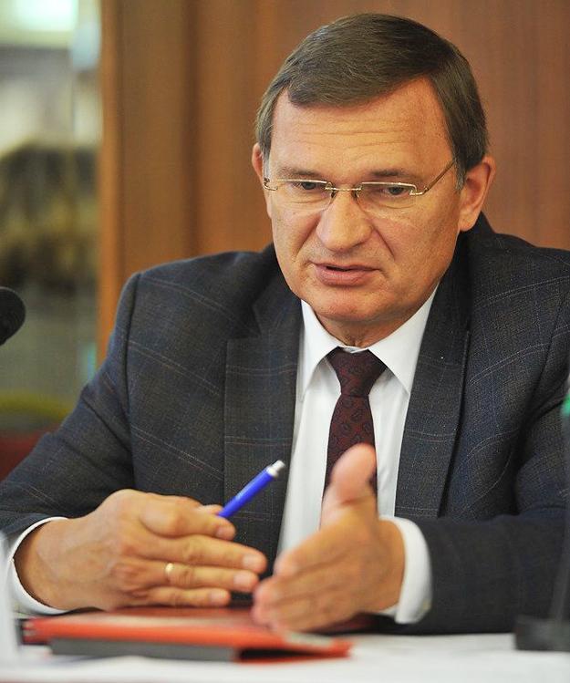 Вице-президент Национальной медпалаты Сергей Дорофеев считает, что самая большая реформа здравоохранения должна пройти в наших головах - мы должны изменить отношение к своему здоровью