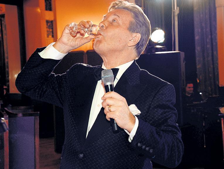 Грех не выпить рюмашку за себя, любимого