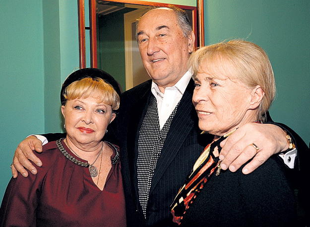Борис КЛЮЕВ пришёл с двумя жёнами: экранной (в сериале «Воронины») - актрисой Анной ФРОЛОВЦЕВОЙ и законной - Викторией