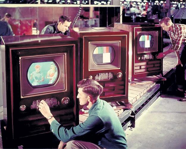 Владимира ЗВОРЫКИНА мы должны благодарить за создание цветного телевизора (1940-е годы)...