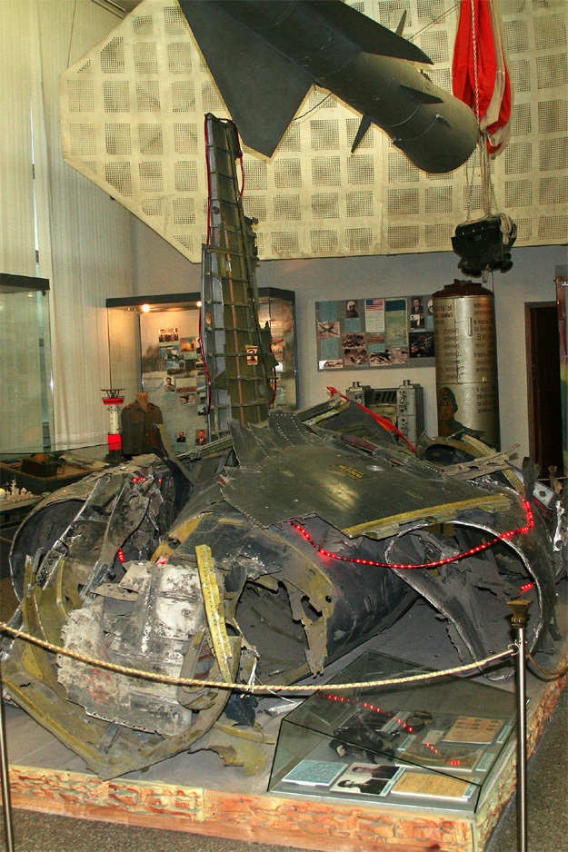 Обломки американского самолёта-разведчика U-2 Гэри Пауэрса
