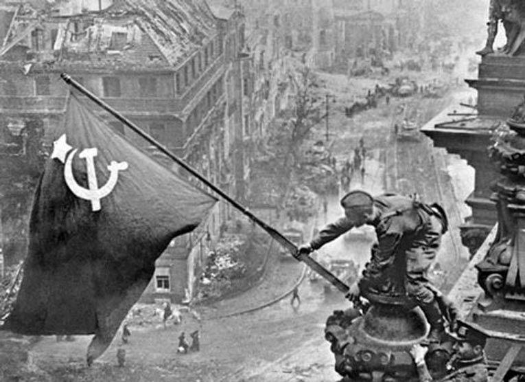 Знамя Победы над Рейхстагом. Источник: hornews.com
