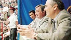 ТРИ ПОПУЛЯРНЫХ ЧЕЛОВЕКА ТАТАТРСТАНА: (справа налево) президент республики Минтимер Шаймиев, мэр Казани Камиль Исхаков и вратарь Руслан Нигматуллин