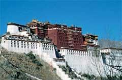 ДВОРЕЦ В ЛХАСЕ: здесь должен бы жить Далай - лама