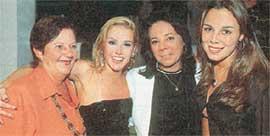 В КРУГУ СЕМЬИ (слева направо): бабушка Эулалия, Дебора, мама Силвия, сестра Барбара
