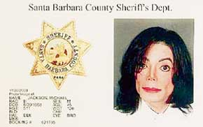 КАРТОЧКА ЗАДЕРЖАНИЯ: несмотря на многочиленные операции по отбеливанию кожи, Майкл Джексон назвался в полицейской анкете афроамериканцем