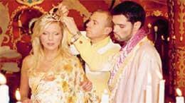 НАТАЛЬЯ ВЕТЛИЦКАЯ: с трудом мирится с короной из папье-маше, которая в Киеве стоит пять гривен