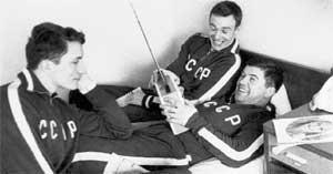 ВИКТОР КОНОВАЛЕНКО (СПРАВА): любил подшутить над партнерами по сборной СССР