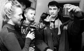 КОЛЕНЬКА С МАМОЙ: спасатель Алексей Кибизов потрясен количеством найденных в детской &#034серебрянных&#034 шариков