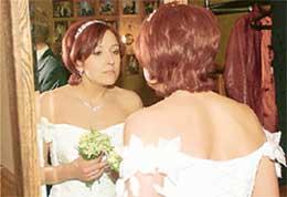 ЮЛИЯ ЛАУТОВА: очаровательна и в спортивном костюме, и в платье невесты
