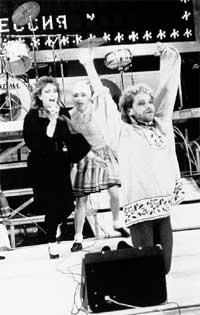 С ЮНЫМ БОРЕЙ МОИСЕЕВЫМ: Базаркина - крайняя слева (1989 г.)