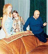 ГОЛОСОВАНИЕ: Иосиф, Валерия и ее дочка Аня посылают SMS-сообщения на передачу «Золотой граммофон» в пользу Стаса Пьехи