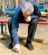 АЛЕКСАНДР БОРИСОВИЧ: рисует на песке, как в прописи