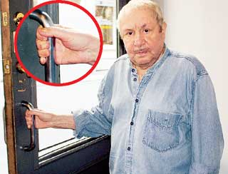 РУКИ ГЕНИЯ: после благотворительной работы в Магадане Неизвестный остался без ногтей