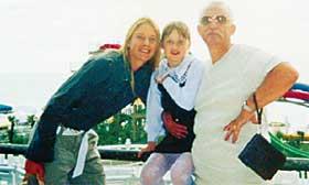 2003 ГОД, В СОЧИНСКОМ ЛУНА-ПАРКЕ: вместе с сестренкой Дашей и дедушкой Петей