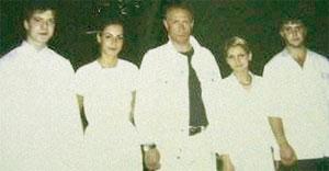 ФОТО НА ПАМЯТЬ: Артур - слева, а &#034сняться&#034 Владимира Путина уговорили девочки