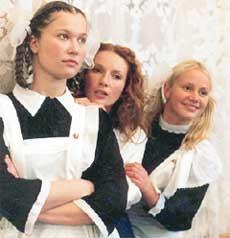 КРИСТИНА БАБУШКИНА, НАНА КИКНАДЗЕ И ОЛЯ СИДОРОВА: &#034поросячьи&#034 румяна превращали их в школьниц