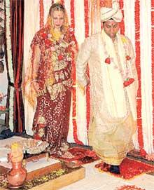 ХИНДИ-РУСИ ПХАЙ, ПХАЙ: свадьба Люды и Дева была по-настоящему блестящей