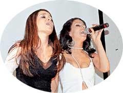 ЛУЧШЕ ХОРОМ: Бородина (слева) лихо затянула песню о любви вместе с солисткой &#034Диаманта&#034 Ириной
