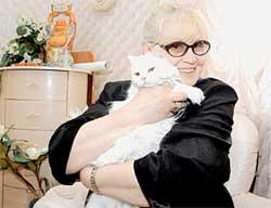 НИНА ШАЦКАЯ С АНФИСОЙ: любимая кошка покойного супруга скрашивает одиночество и лечит обиды