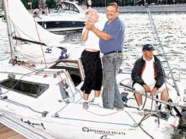 ТЫ МОРЯЧКА, Я МОРЯК: гости попадали прямо с корабля на бал