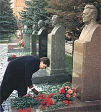 АНДРЕЙ БРЕЖНЕВ: 15 лет назад родственников генсека на Красной площади не унижали