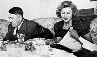 ПРАЗДНИЧНЫЙ УЖИН: Ева Браун предпочитала справлять день рождения в узком семейном кругу