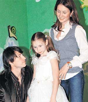ЕГОР И ВЕРОНИКА: уговаривают дочку выйти на сцену