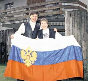 БЫКОВ - СУПРУГЕ: &#034Надюша, а не водрузить ли нам российский флаг на швейцарский домик?&#034