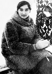 ...в юности музыкант готов был часами ждать Ларочку после уроков, а когда вырос - написал её портрет