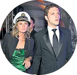 КОНСТАНТИН КРЮКОВ: придя на вечеринку с миловидной блондинкой, актёр усилил слухи о скором разводе с женой Евгенией