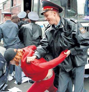 Министр внутренних дел считает, что милицейские методы воспитания недостаточно действительны и их пора усилить
