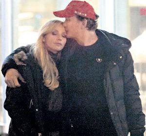 Декабрь 2008 года. После этой фотографии отрицать любовную связь между НАВКОЙ и БАШАРОВЫМ стало просто глупо (Фото: www.paparazzi.ru)
