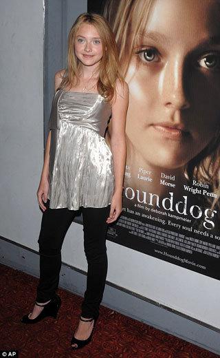 Дакота сыграла в скандальном фильме «Hounddog», а теперь передохнёт в ужастике о вампирах