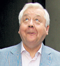 Олег Павлович всегда держит нос по ветру