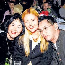 Любимую маму Наталью АРИНБАСАРОВУ и сестрёнку Катю ДВИГУБСКУЮ Егор КОНЧАЛОВСКИЙ никогда не оставит без работы