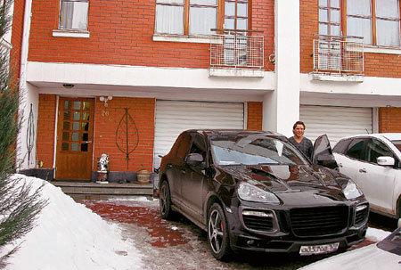 Сергей и Людмила ездят только на дорогих машинах
