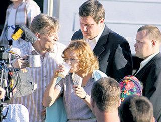 Глоток молока будет стоить старшему Толстопятову (Виктор РАКОВ) свободы