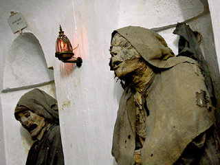 Погибнуть от руки неверного и стать мумией до сих пор мечтает каждый член «Братства смерти»