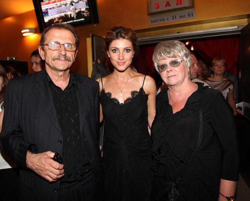 Анастасия Макеева с родителями своего жениха Глеба Матвейчука