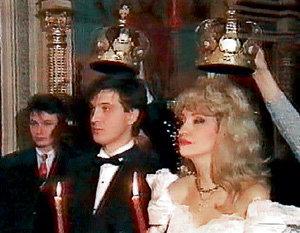 Влюблённые венчались в московской церкви Вознесения